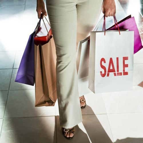 ارتفاع مبيعات التجزئة مبيعات التجزئة البريطانية وتفاؤل مشوب بالحذر