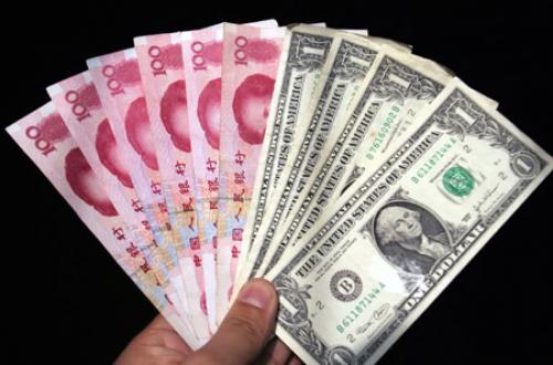 مخاوف التنويع الصينية تسدد ضربة إلى الدولار