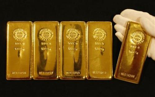 البيانات الأمريكية تلقي بظلالها على العقود الآجلة للذهب