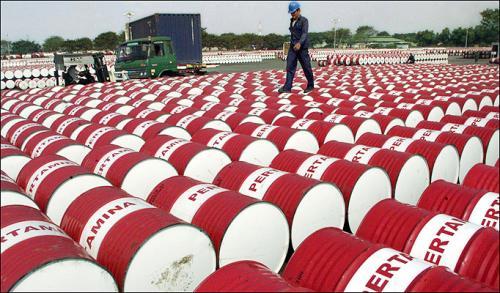 النفط يواصل الارتفاع محققاً أعظم فائدة من أزمة دبي
