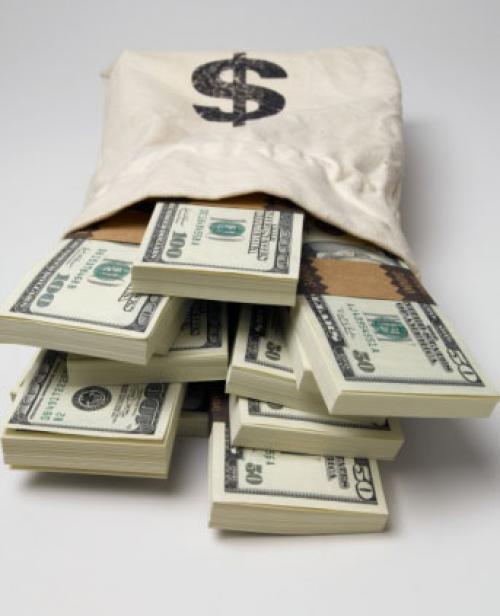 مبيعات المنازل الكائنة تدفع بالدولار عاليًا