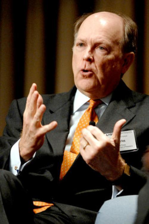 بلوسر: الفيدرالي بحاجة إلى رفع الفائدة مع تحسن الأوضاع الاقتصادية
