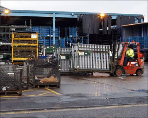 ارتفاع النشاط التصنيعي ببريطانيا إلى أعلى مستوى منذ 15 عام