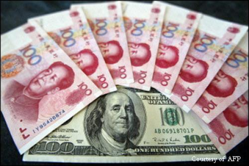 وزير الخارجية الصيني يدافع عن اليوان