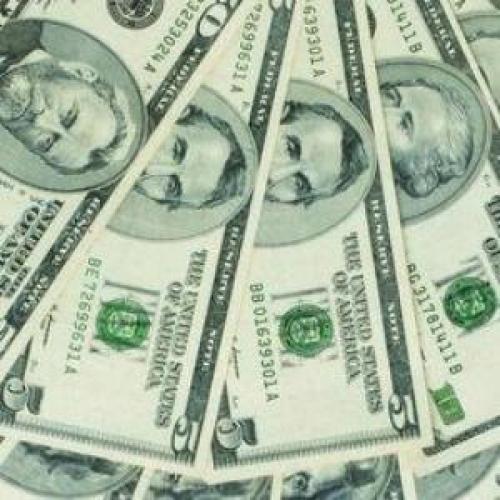 الدولار يهبط في أعقاب البيانات الأمريكية