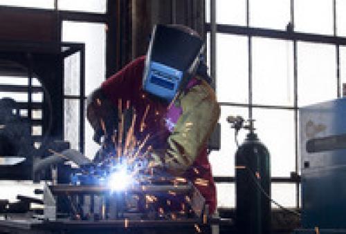 الإنتاج التصنيعي البريطاني عند أعلى المستويات في 16 سنة