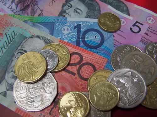 الدولار الاسترالي يهبط إلى أدنى مستوى له في يومين مقابل اليورو