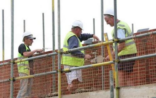 نشاط البناء بالمملكة المتحدة على شفا الركود