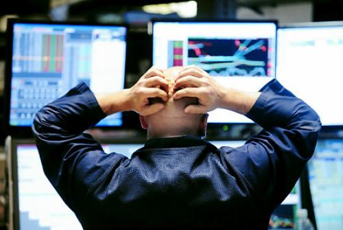 تراجع الأسهم الأمريكية متأثرة بتحذيرات موديز وبيانات شركة إنتل