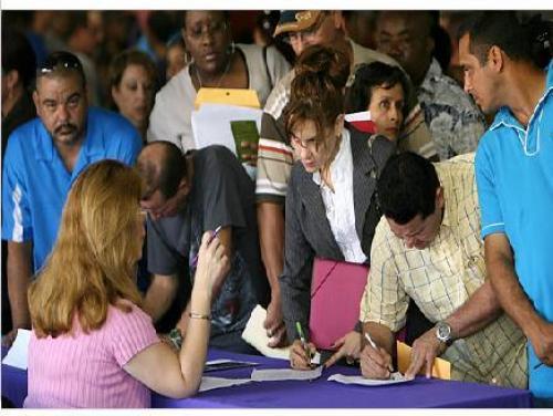 Wells Fargo: توقعات بمواصلة تراجع طلبات إعانات البطالة الأمريكية للمرة الأولى