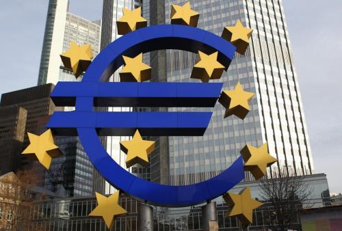 خطة المركزي الأوروبي تدفع باليورو لأعلى