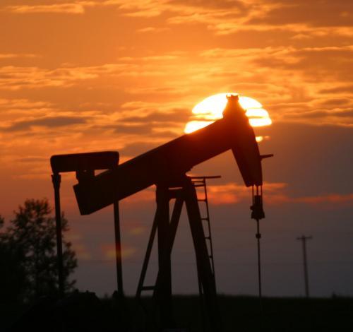 أسعار النفط تتراجع متأثرًة ببيانات العمل الأمريكية