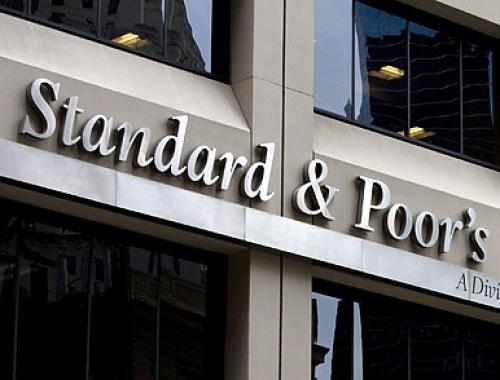وكالة ستاندرد آند بورز تخفض التصنيف الائتماني لإسبانيا