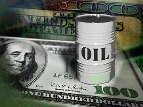 أسعار النفط تتراجع مع ارتفاع الدولار الأمريكي