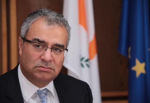 استقالة بيناكوس ديميترياديس، رئيس البنك المركزي بقبرص