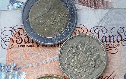 اليورو -استرليني يتراجع بعد تحسن مبيعات التجزئة