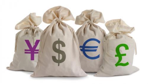الدولار يتراجع مقابل معظم العملات