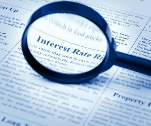 رفع معدلات الفائدة أو الاستعداد لأزمة مالية أمريكية