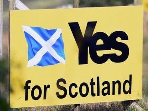 الاسترليني يتراجع أمام معظم العملات عقب استطلاع تصويت استقلال اسكتلندا