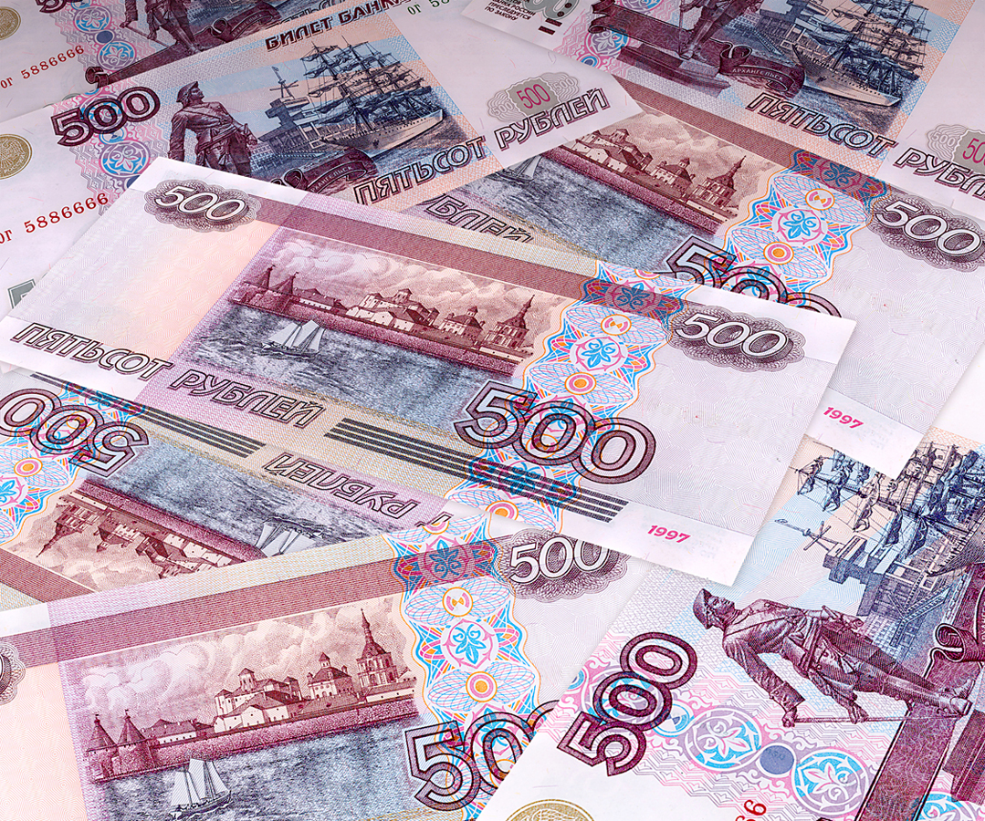 الدولار روبل يتحرك في اتجاه عرضي مترقباً نتائج المباحاثات التجارية