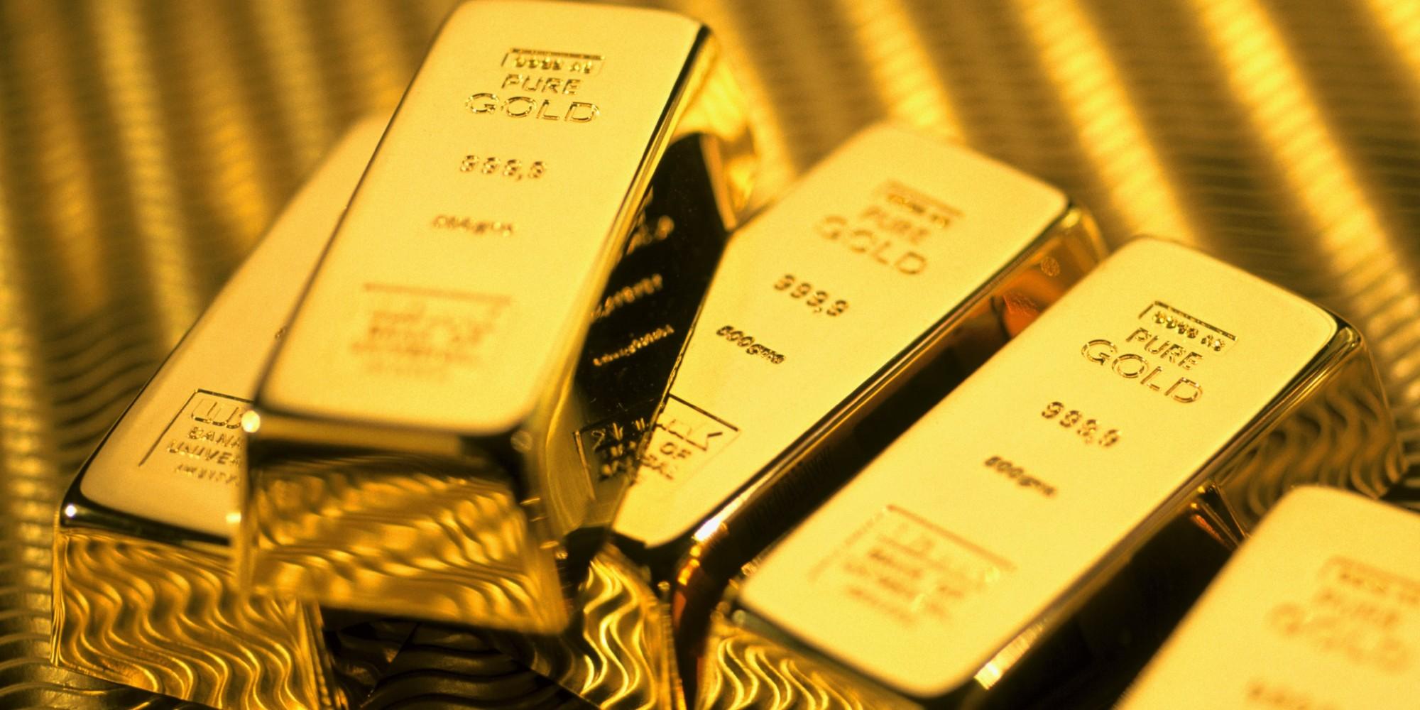 تراجع الدولار يدفع أسعار الذهب للإرتفاع بشكل طفيف