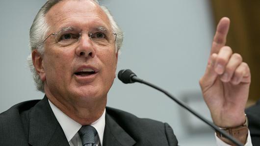 فيشر: قرار رفع معدلات الفائدة يتوقف على التطورات الاقتصادية خلال الفترة القادمة