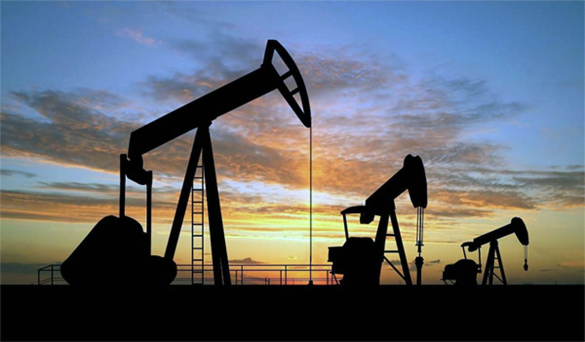 تقلص مكاسب النفط نتيجة تعافي الدولار عقب بيانات أمس