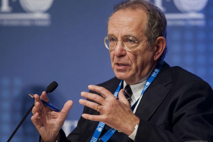 وزير المالية الإيطالي: ملف اليونان من أولويات اجتماعات مجموعة اليورو