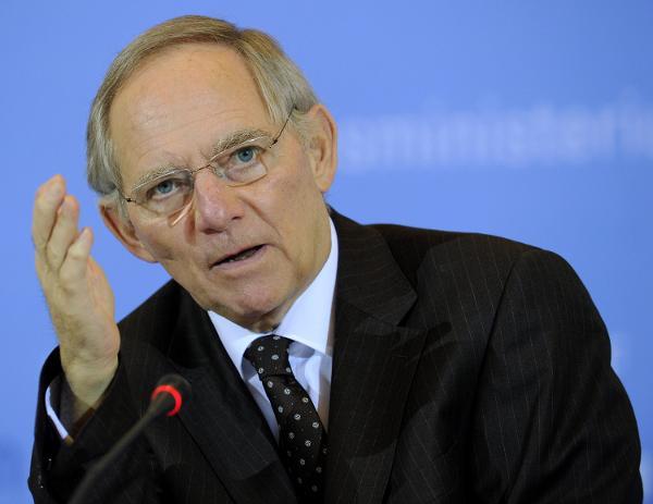 شويبله يدعو البرلمان الألماني للموافقة على مد برنامج إنقاذ اليونان
