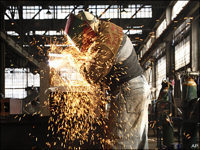 تعافي النشاط التصنيعي بالصين على نحو طفيف