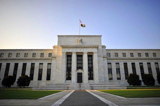 المخاطر المحلية والعالمية تهدد قرار رفع الفائدة الأمريكية في منتصف 2015