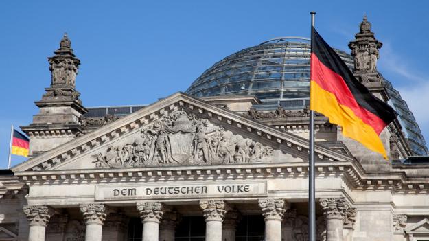 البرلمان الألماني يمهد الطريق لإنهاء الأزمة اليونانية
