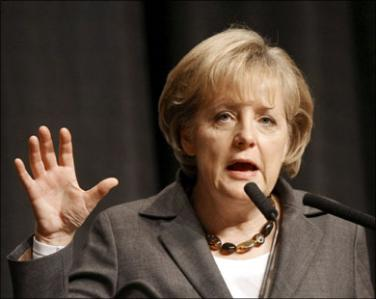 ميركل: يهدف صناع القرار في ألمانيا إلى بقاء اليونان فى منطقة اليورو