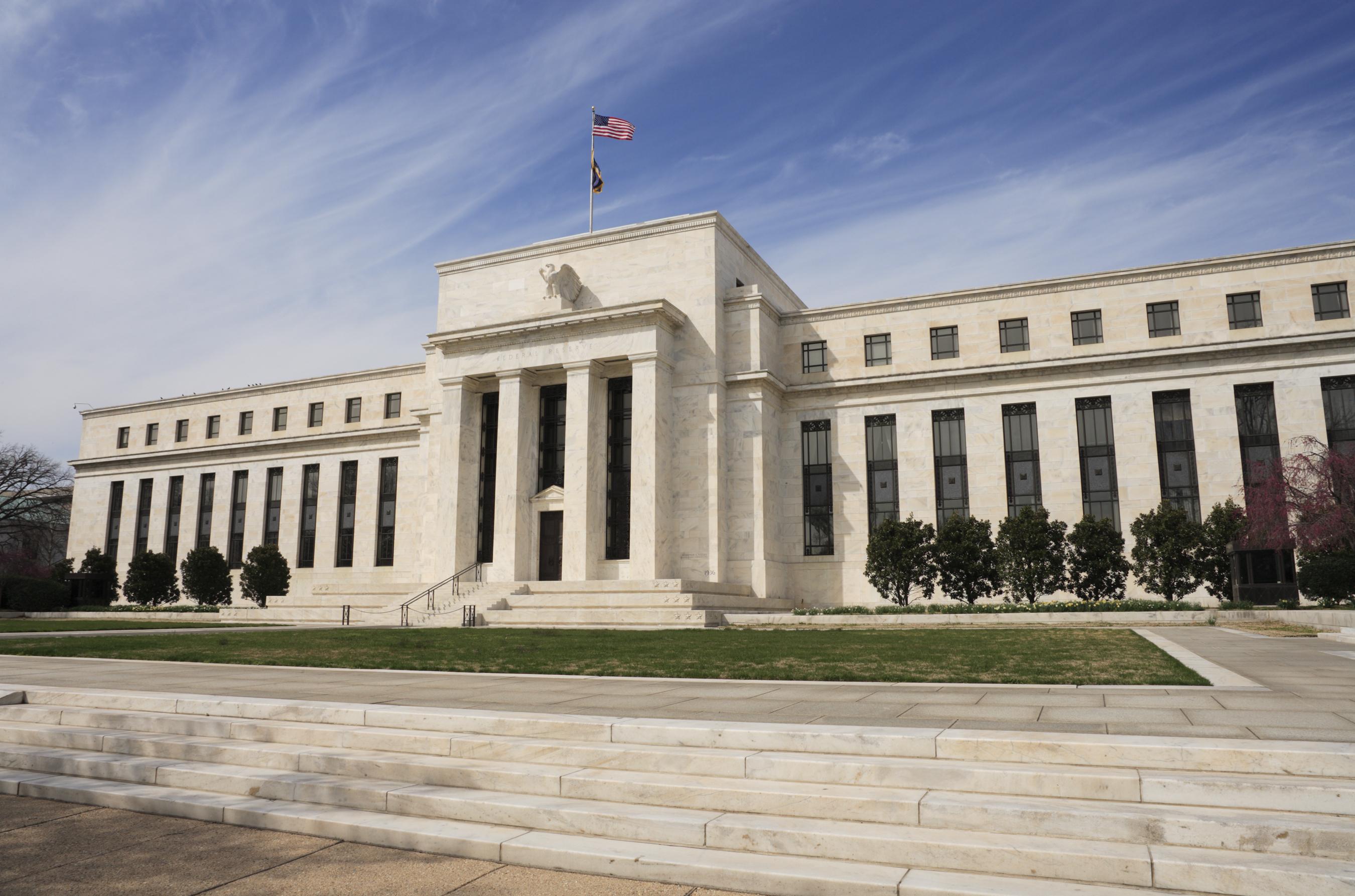 تحول رؤية الاحتياطي الفيدرالي لسوق العمل وتأثيره على رفع الفائدة