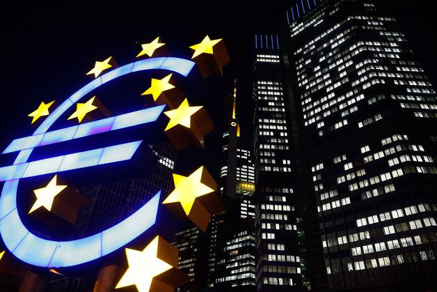 تراجع اليورو في ضوء انتظار نتائج الاجتماعات