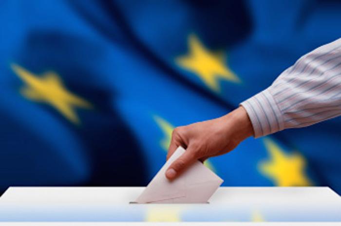 استطلاعات الرأي في اليونان تشير إلى أغلبية التصويت بلا