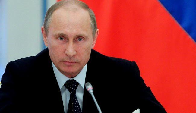 الرئيس الروسي يحذر من خطورة الاعتماد على الدولار الأمريكي