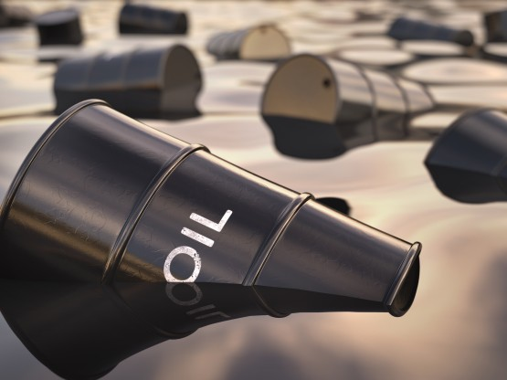أسعار النفط تتراجع رغم انخفاض مخزونات النفط الأمريكية