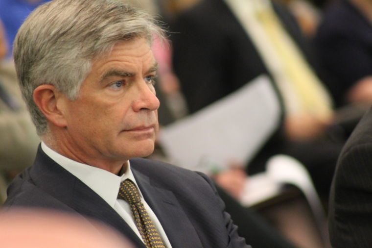 عضو الاحتياطي الفيدرالي، هاركر: يجب على المسؤولين الإبقاء على معدل الفائدة