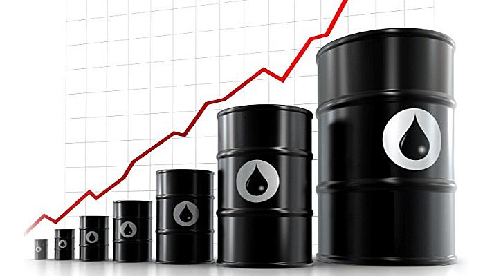 تراجع المعروض النفطي يدفع الأسعار إلى أعلى مستوياتها