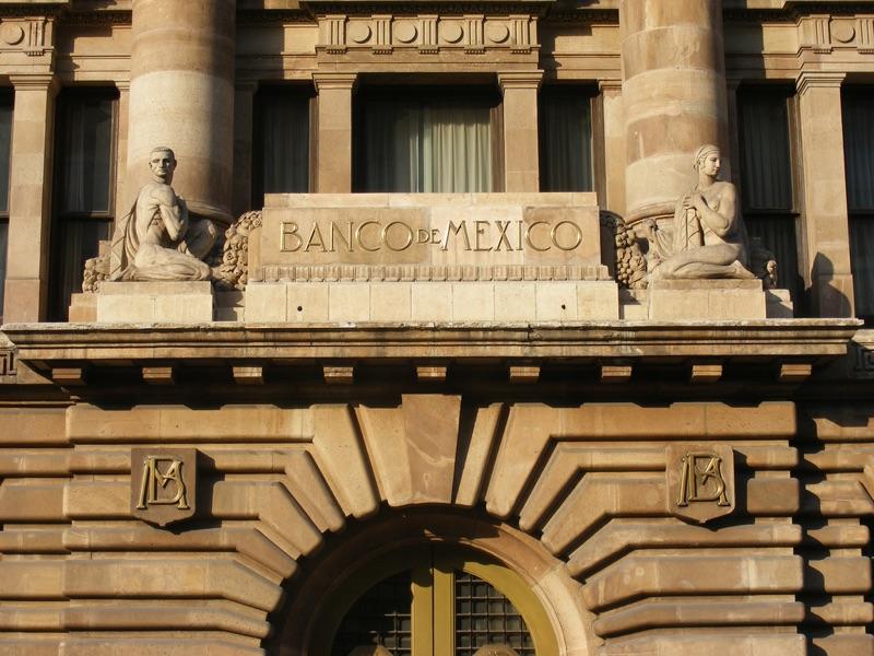 المركزي المكسيكي يرفع الفائدة إلى 7.25%