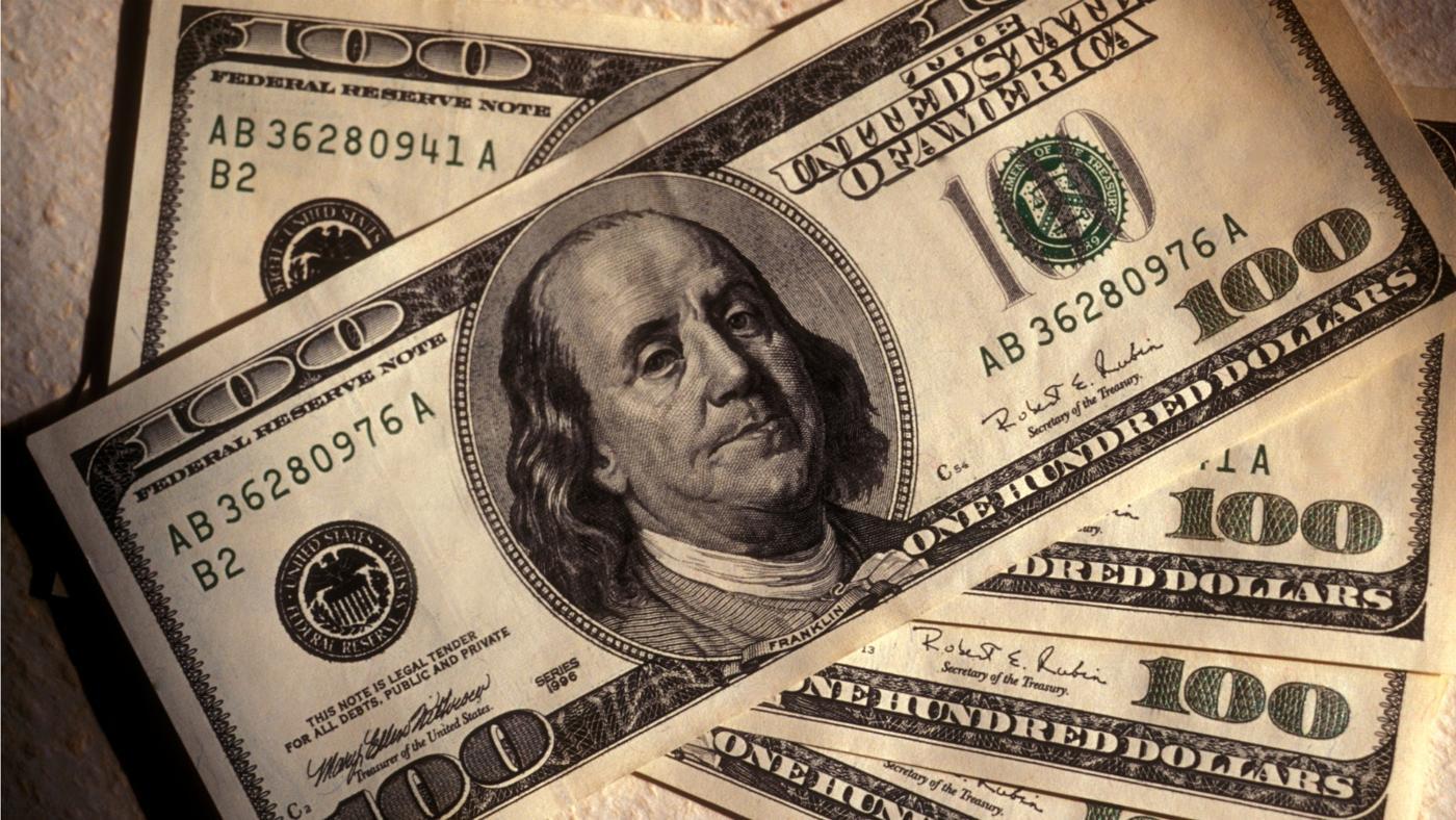 الدولار يحاول التعافي بدعم من بيانات الناتج المحلي