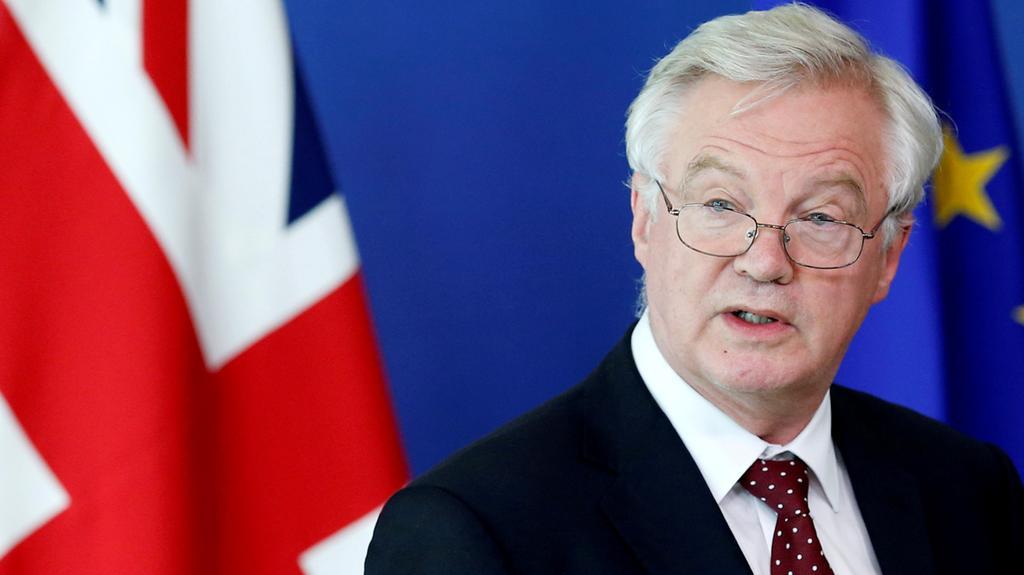 ديفيس: مستعدون لاستئناف التفاوض حينما يصبح الإتحاد الأوروبي جاهزاً