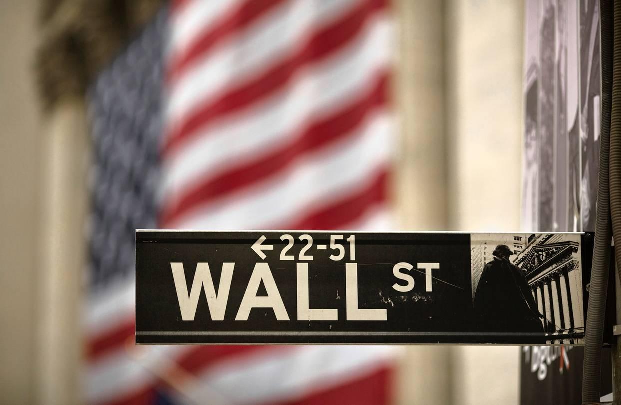 تراجع العقود الآجلة يُنذر بافتتاح سلبي لتعاملات الأسهم الأمريكية اليوم