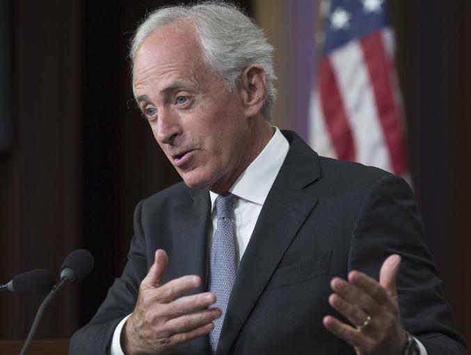 كوركر عضو مجلس الشيوخ الأمريكي يعلن عن دعمه لقانون الضرائب الجديد