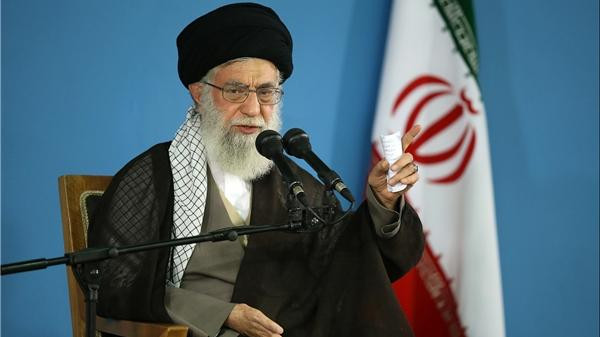 المرشد الأعلى للثورة الإيرانية: لن نتراجع أمام العقوبات الأمريكية