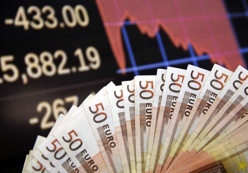 اليورو يسجل أعلى مستوياته خلال شهرين