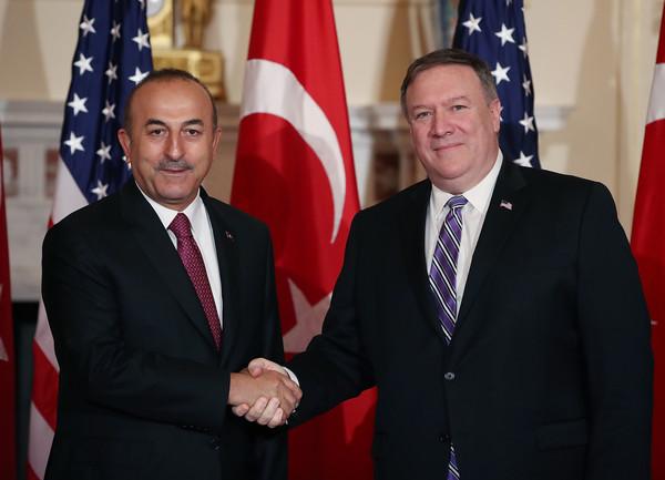 محادثات بناءة بين وزير الخارجية التركي ونظيره الأمريكي حول قضية القس المحتجز