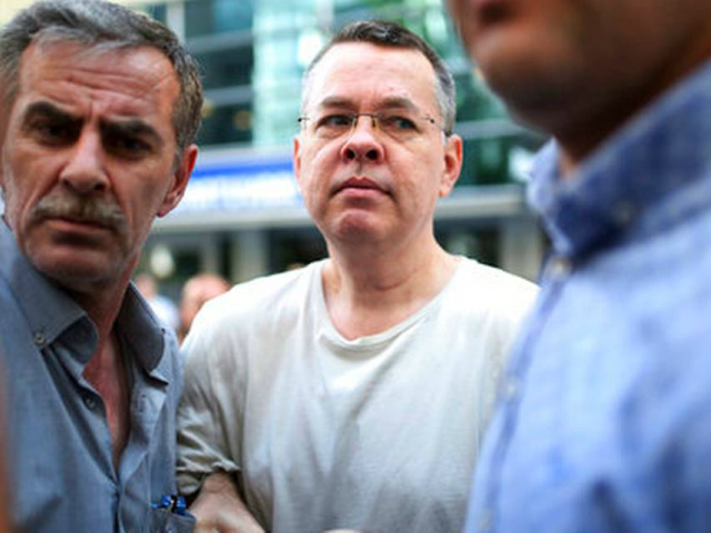 تركيا ترفض  مجدداً طلب إطلاق سراح القس الأمريكي رغم تحذيرات واشنطن