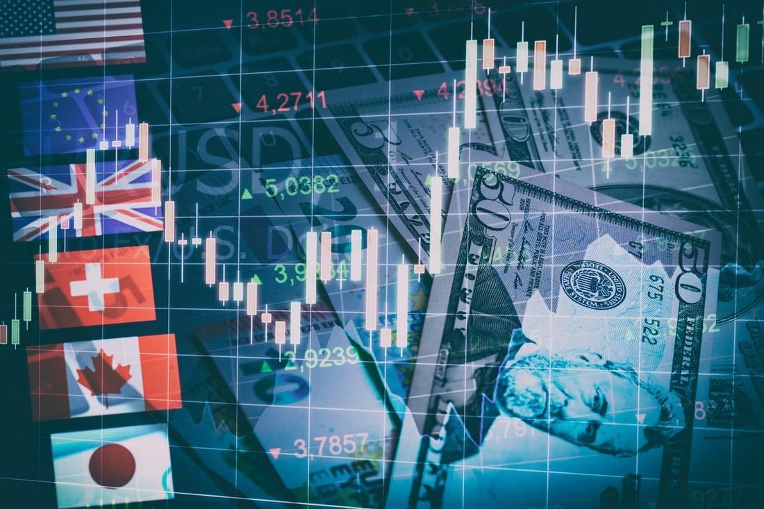 الدولار يتعافى بأكثر من 2% والفرنك الأضعف على مدار اليوم